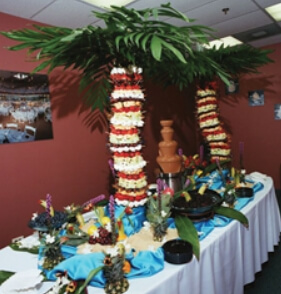 A fruit palm twin display, the perfect complement to our fountains